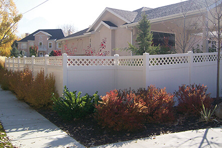 classic Vinyl Fence in White